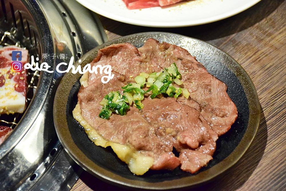 野安燒肉、燒烤-野安燒烤鍋物,中科燒烤吃到飽DSC_0221Liz開懷大笑看世界.JPG