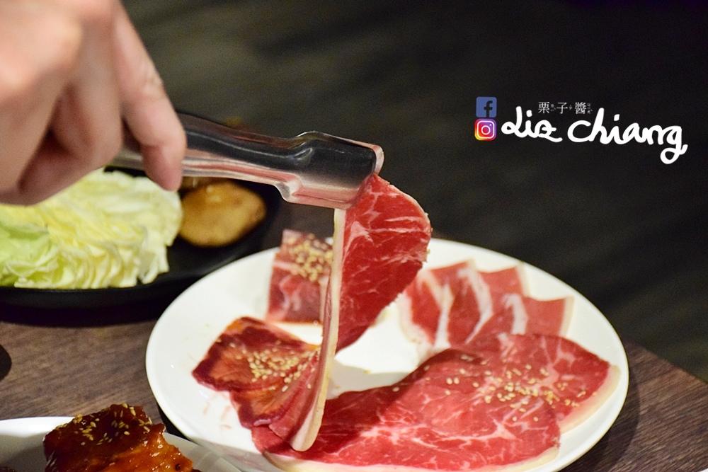 野安燒肉、燒烤-野安燒烤鍋物,中科燒烤吃到飽DSC_0178Liz開懷大笑看世界.JPG