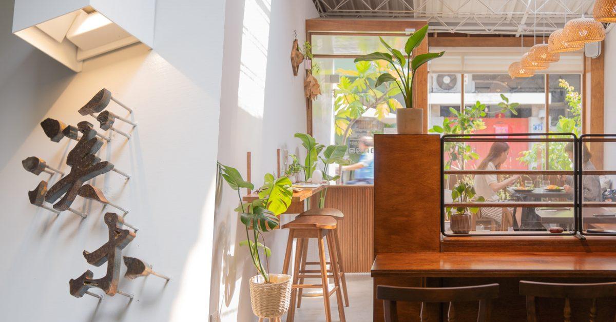 台中西區巷弄中植栽、木質系餐廳-溪木